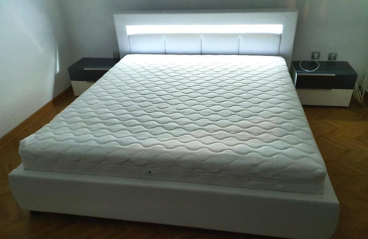 Kárpitozott ágy világítással